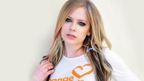 Avril Lavigne Wearing Star Earings N Cute Eyes Photoshoot